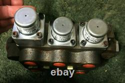 4Z0009 A New Hydraulic Valve, 3 Spool, 3-Position, 4-Way Valve, NPTF Ports