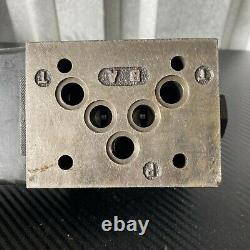 Parker D3W1FVY 14 Hydraulic Directional Control Valve 120 Vac Solenoid 3000 PSI